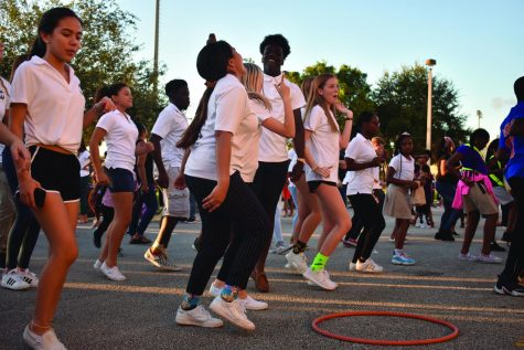 FAIL TO THE BEAT. Bethune kids and NHS members dance together at the center of the festival